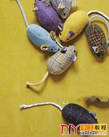 废物利用做衣服囹�a_intro: 旧衣服废物利用制作布艺老鼠