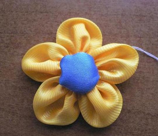 几种简单的手工制作樱花布花的做法