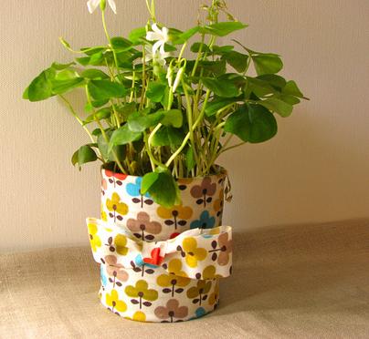 铁皮罐华丽变身漂亮花盆的手工制作步骤详解