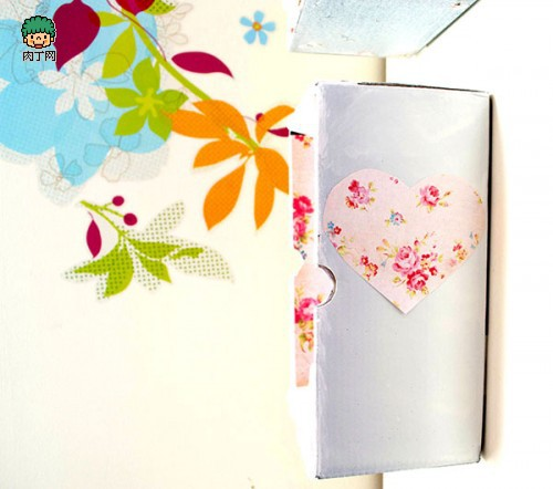 用纸箱手工创意制作的墙面收纳箱的图片教程