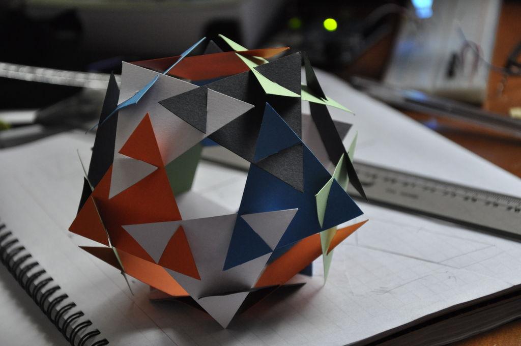 三角十二面体结构图