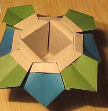 手工折纸垃圾盒 精美带花瓣形状的折纸盒子手工图解